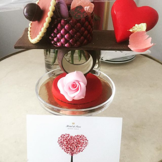 ChocolateArt  Roses chocolate and heartshaped macarons Someone knew howhellip