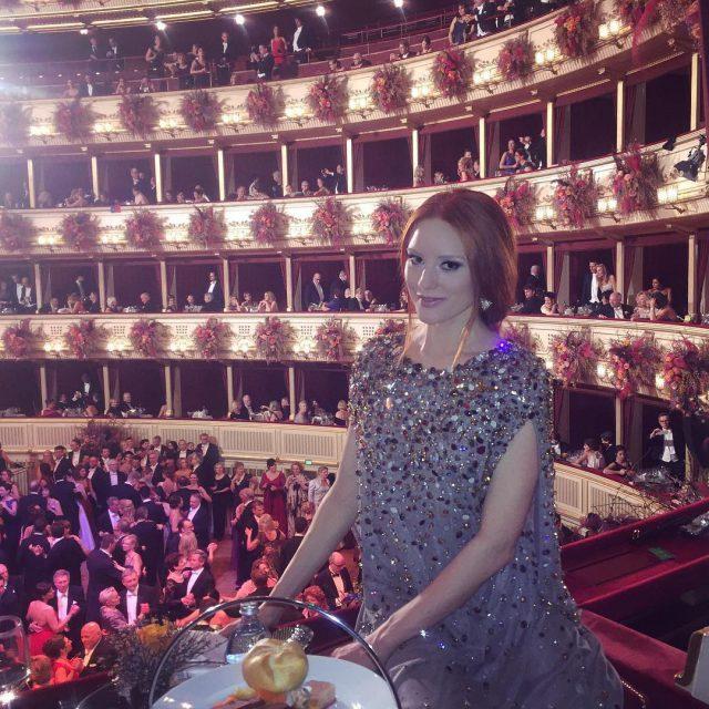 Blick von einer der schnsten Logen des Opernballs  opernballhellip