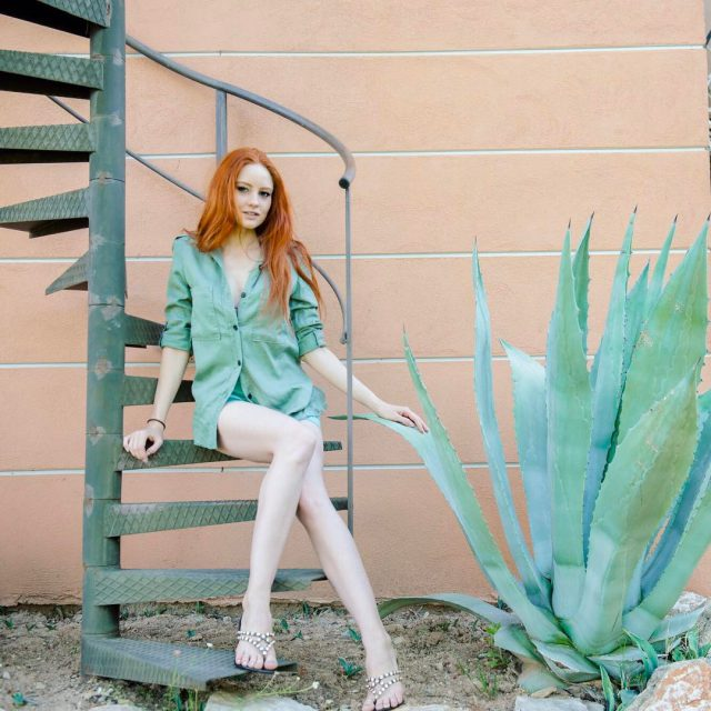 Chamleon  mintgreen redheadgirl colorfit vacationstyle stylinginspiration outfitideas redandgreen