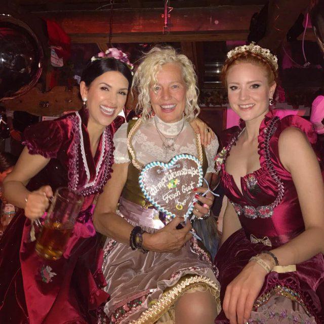 The funniest girls at the Oktoberfest! ellenvonunwerth und viktorialauterbach Sohellip